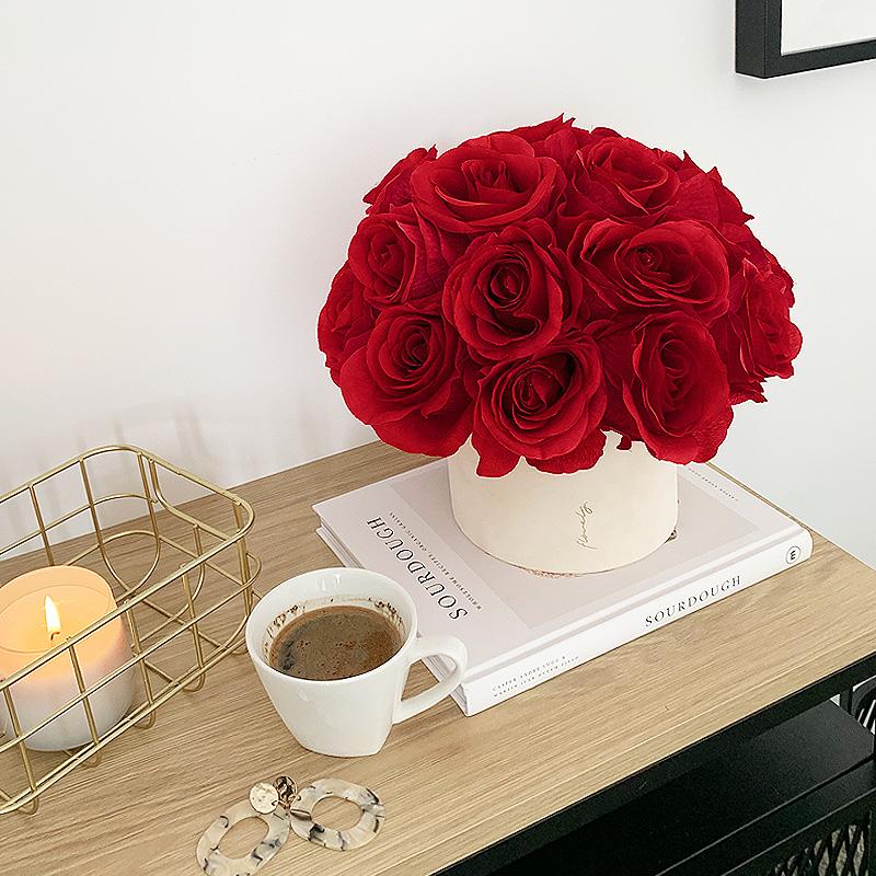 midi flower box z czerwonymi różami