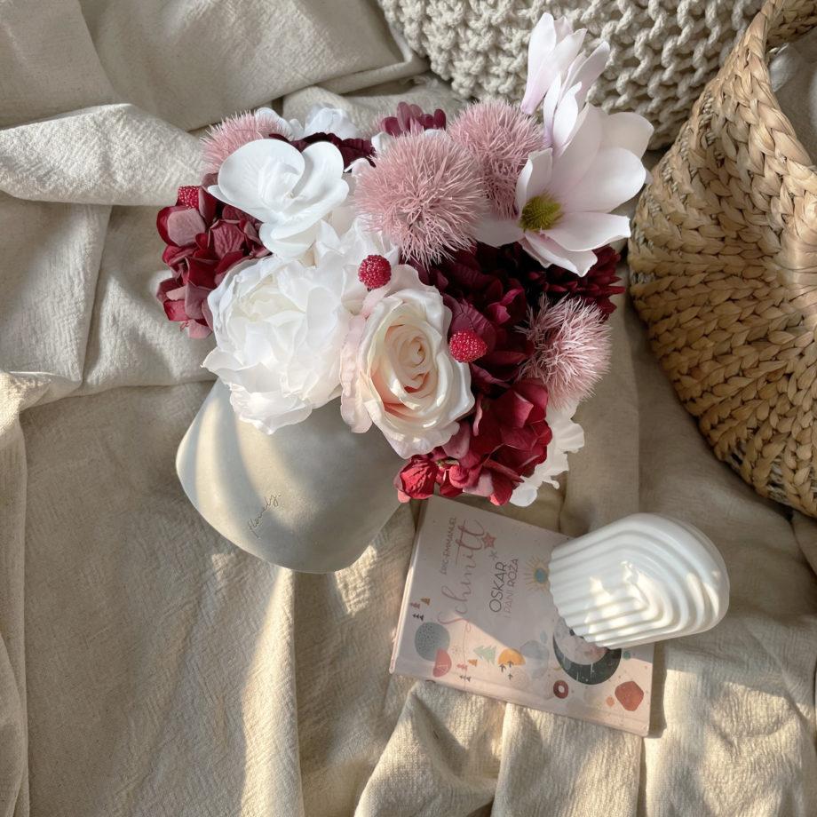flower box ze sztucznymi kwiatami